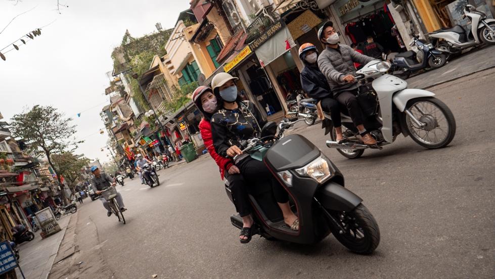 Moticiclistas en Hanói